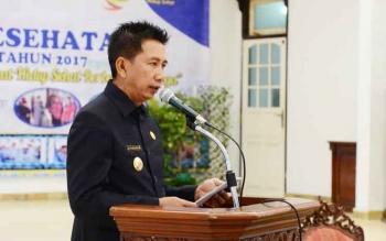 Bupati Barito Utara Nadalsyah saat menyampaikan sambutan pada pembukaan Rakernis Kesehatan, Rabu (26/4/2017).