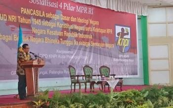 Wakil Ketua MPR RI Mahyudin saat menyampaikan sambutan dan materi dalam Sosialisasi Empat Pilar yang digelar di GPU Tambun Bungai, Kota Palangka Raya, Kamis (27/4/2017).