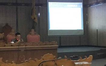 Pembahasan Raperda Minuman Beralkohol di DPRD Kotim dengan instansi terkait.