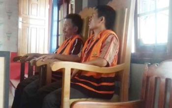 Siman dan Garong saat jalani sidang di Pengadilan Negeri Sampit.