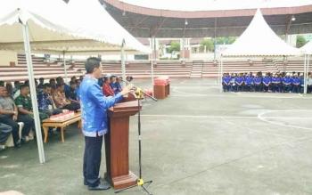 Bupati Barito Utara Nadalsyah saat memberikan sambutan pad akegiatan pelantikan pengusus KONI lima kecamatan periode 2016-2020.