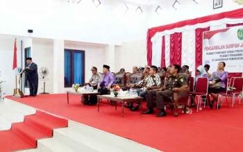 Bupati Sukamara, Ahmad Dirman saat membacakan sambutan pada pelantikan pejabat di lingkungan pemkab.