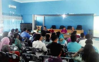 Rapat koordinasi DPMDes bersama tim profesional dan Pendamping desa dan pendamping desa lokal untuk membahas kegiatan dan kendala dalam pengelolaan keuangan desa dan administrasi desa yang di laksanakan 3 bulan sekali di Auala DPMDes Kabupaten Kapuas Kamis(27/4/2017).