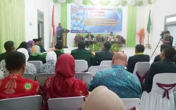 Sekda Sukamara, Sumantri HW saat membacakan sambutan pada pelantikan pengurus IDI Kabupaten Sukamara.