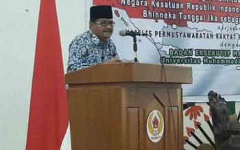 Kepala Badan Kesatuan \r\nBangsa dan Politik Berlin Sawal saat membacakan sambutan Gubernur Kalimantan Tengah, di gedung KONI Kalteng, Palangka Raya, Kamis (27/4/2017), merupakan pidato terakhirnya.