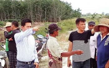 Bupati Baritp Utara, Nadalsyah meninjau infrastruktur jalan dan pertanian di Desa Tringsing