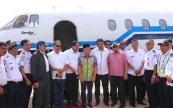 Gubernur Kalteng Sugianto Sabran saat kedatangan Menhub RI Budi Karya Sumadi di Bandara Tjilik Riwut Palangk, belum lama ini.a