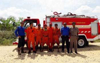 Anggota Pemadam Kebakaran (Damkar) Sukamara saat berfoto bersama.