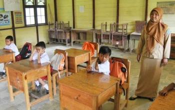 Suasana belajar mengajar di salahsatu sekolah dasar di Lamandau, beberapa waktu lalu.