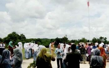 Suasana acara pengumuman kelulusan siswa di SMAN 1 Sematu Jaya