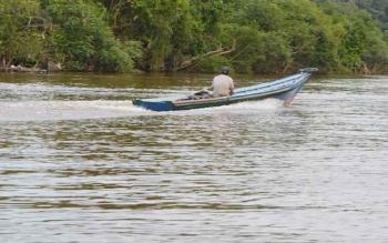 Aktivitas di Sungai Barito.