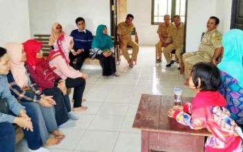 Tim Pencerah Nusantara 5 saat memperkenalkan diri kepada pihak UPTD, Kecamatan Kahayan Hulu Utara (Kahut).