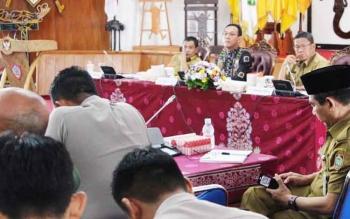 Pertemuan jajaran Pemprov Kalteng dan sejumlah bupati/wakil bupati dengan Jajaran Komisi VII DPR RI di Aula Jayang Tingang kantor Gubernur Kalteng, Kota Palangka Raya, Selasa (2/5/2017).