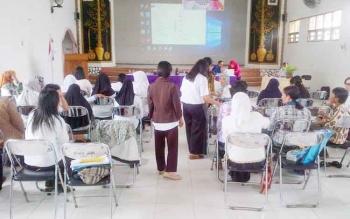 Peserta mengikuti sosialisasi dan lokakarya akreditasi BAP PAUD dan PNF di Hotel Afiat Jaya Buntok, Rabu (3/5/2017)