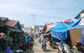 Situasi pasar di Kota Puruk Cahu, Kabupaten Murung Raya.