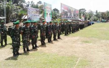 Suasana upacara penutupan kegiatan TMMD di Desa Sungai Buluh, kecamatan Belantikan Raya, Kamis (4/5/2017).