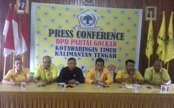 Jumpa pers pengurus DPD Golkar Kotim, salah satunya membahas temuan audit BPK.