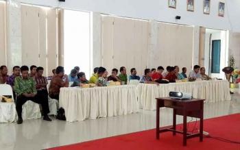 Peserta rapat koordinasi pemilihan bupati dan wakil bupati Kabupaten Sukamara 2018, Jumat (5/5/2017). Pemkab Sukamara menyiapkan anggaran cadangan Rp15 miliar untuk Pilkada Sukamara 2018.