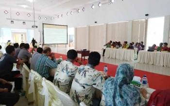 Para pejabat di Sukamara sedang mengikuti rapat koordinasi pemilihan bupati dan wakil bupati