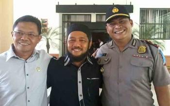 Ketua Pansus DPRD Katingan, Fahmi Fauzi (tengah) bersama Wakapolres Kompol OK Azhar dan Ketua PN Kasongan Ahmad Bukhori.