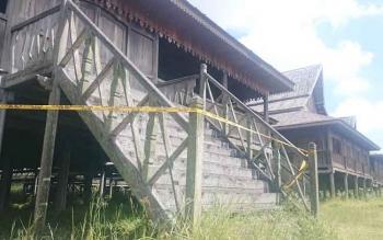 Tiruan Rumah Betang Khas Kotawaringin Barat di Jalan Temanggung Tilung Palangka Raya.