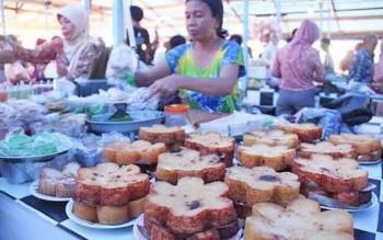 Sejumlah pedagang di pasar wadai atau pasar Ramadan di Pangkalan Bun saat bulan Ramdan tahun lalu.