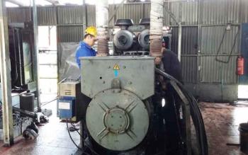 Perbaikan kerusakan mesin PLN Sukamara.