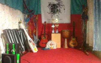 Alat musik di Rumah Seni Tabela Borneo Kuala Pembuang.