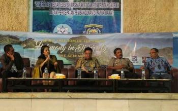 Seminar Kebebasan Pers dalam Keberagaman, di Gedung Pari Raja Ampat, Papua Barat,
