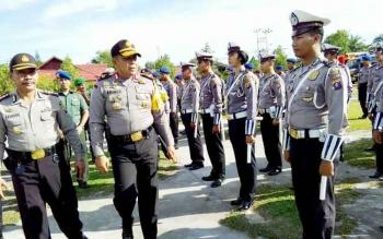 Kapolda Kalteng Brigadir Jenderal Anang Revandoko melakukan pengecekan pasukan, Selasa (9/5/2017).