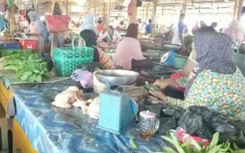 Pedagang sayur di Pasar Saik Sukamara.