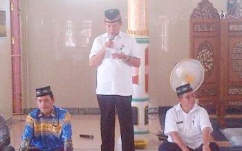 Sekda Barsel Edi Kristianto melepas kafilah STQ ke XXI tingkat Provinsi Kalteng yang akan diberangkatkan ke Kabupaten Murung Raya, Rabu (10/5/2017).