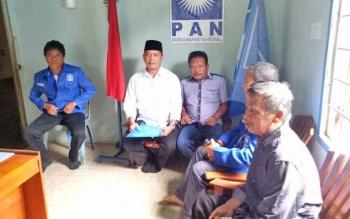 Windu Subagio saat datang ke Sekretariat DPD PAN Sukamara untuk menyerahkan berkas.