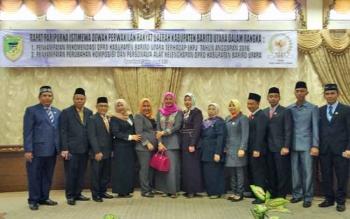 Sejumlah anggota DPRD Barito Utara foto bersama