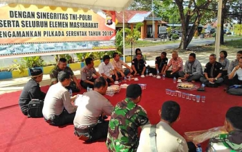 Aparat TNI-Pori bersama pejabat Pemkab Pulang Pisau membahas masalah Karhula, Rabu (10/5/2017)