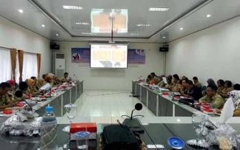 Para peserta dengan serius mengikuti sosialisasi sistem pencatatan dan pelaporan kekerasan dalam rumah tangga (KDRT)