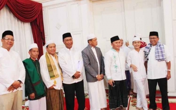 Gubernur Kalteng Sugianto Sabran saat menggelar doa bersama dalam rangka malam Nisfu Sya\\\'ban, Kamis (11/5/2017).