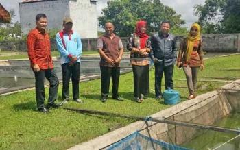 Komisi II DPRD Kotim saat meninjau kondisi BBI di Desa Bagendang, Kecamatan Mentaya Hilir Utara, Kabupaten Kotim.
