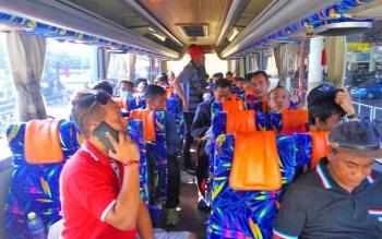 Kalteng Putra naik bus Pariwisata menuju markas PS Mojokerto, Sabtu (13/5/2017).