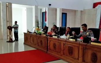 Ketua Komisi Pemilihan Umum (KPU) Sukamara, M Saleh menyampaikan paparan dalam rapat koordinasi pemilihan bupati dan wakil bupati Sukamara 2018, di aula Setda Sukamara.