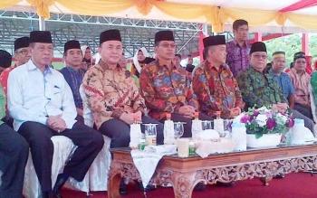 Gubernur Kalteng Sugianto Sabran didampingi Bupati Mura Perdi pada pembukaan pawai taaruf, di Murung Raya Sabtu (13/5/2017)