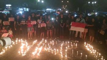 Ratusan orang menyampaikan solidaritas untuk Ahok di Taman Kota Kuala Kurun, Kabupaten Gunung Mas, Sabtu (13/5/2017) malam.