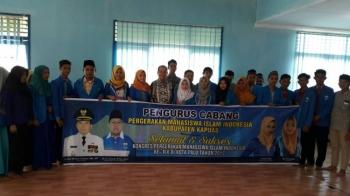 Bupati Ben Brahim S Bahat saat berada di tengah peserta Kongres Pergerakan Mahasiswa Islam Indonesia (PMII) XI asal Kapuas.