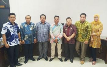 Ketua DPRD barito Utara, Set Enus Y Mebas bersama beberapa anggota Pansus