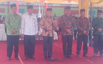 Gubernur Kalteng Sugianto Sabran (tengah) saat membuka Seleksi Tilawatil Quran ke XXI tingkat provinsi di Kota Puruk Cahu, Kabupaten Murung Raya, Senin (15/5/2017).