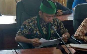 Ketua Umum HMI Cabang Kuala Kapuas, Muhammad Mirza saat menyampaikan Pendapatnya pada RDP di Aula Gabungan DPRD Kabupaten Kapuas beberapa waktu lalu.
