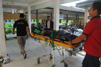 Jenazah Muyi Lestari saat dibawa ke RSUD Muara Teweh, Selasa (16/5/2017).