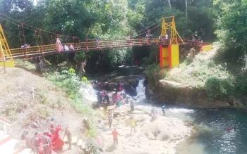 Air Terjun Sanggrahan yang berada di Jalan Liang Pandan, Kota Puruk Cahu yang menjadi salah satu lokasi darma wisata kafilah STQ.