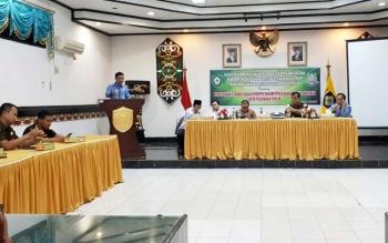 Bupati Kotim Supian Hadi menyampaikan sambutan pada rapat koordinasi membahas penutupan lokalisasi dan pemulangan PSK, Rabu (17/5/2017).