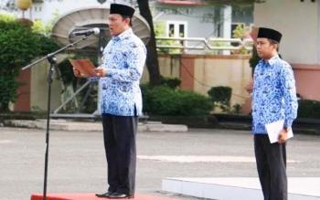 Bupati Pulang Pisau Edy Pratowo saat menyampaikan pidatonya pada upacara Gabungan Organisasi Perangkat Daerah (OPD) di lingkungan Pemerintah Kabupaten Pulang Pisau, Rabu (17/5/2017).